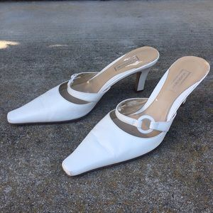 Norstrom White leather slide pointed toe shoe
